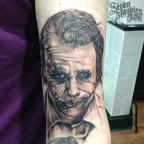 6_years_after_the_film_comes_out_and_I_finally_do_my_first_Heath_LedgerJoker_portrait___sevenmagpiestattoos