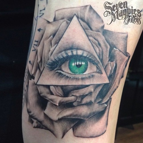 Cool_all_seeing_eye_rose_from_yesterday_on__joshbmxking_at__sevenmagpiestattoos