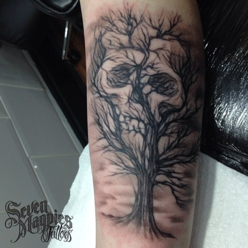 Skull_tree_from_last_week_I_didn_t_get_round_to_posting_on__sharpie_x_at__sevenmagpiestattoos
